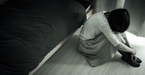 夫の不倫が原因でボロボロ!離婚するか再構築するかの悩み